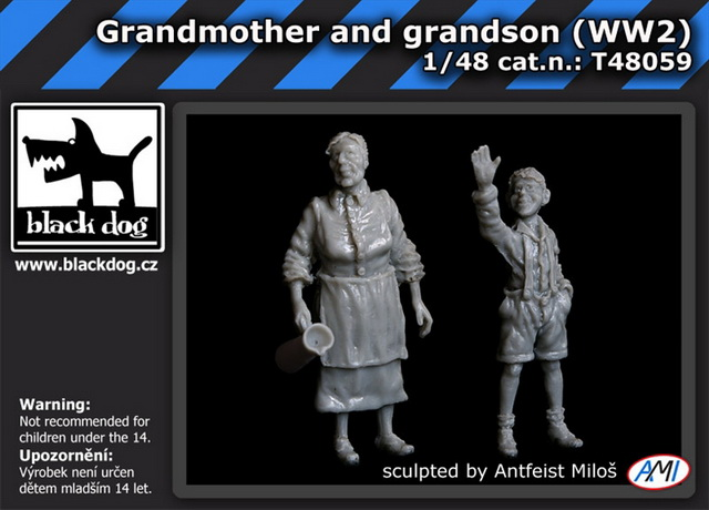 1/48 Grandmother and grandson - WWII (2 fig.)